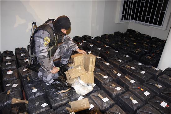 Policía descubre 4,3 toneladas de droga en casa