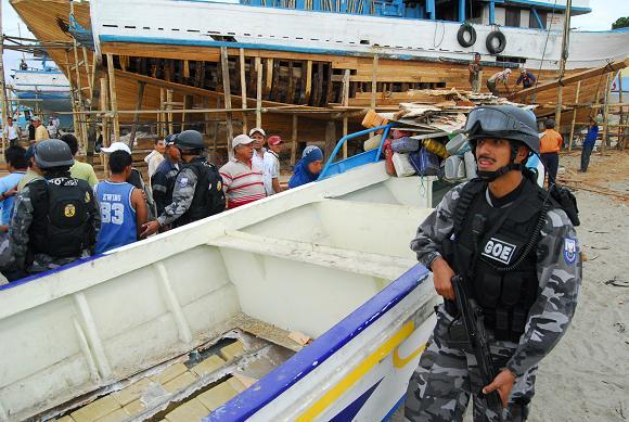 Encuentran droga en dos embarcaciones en Manta