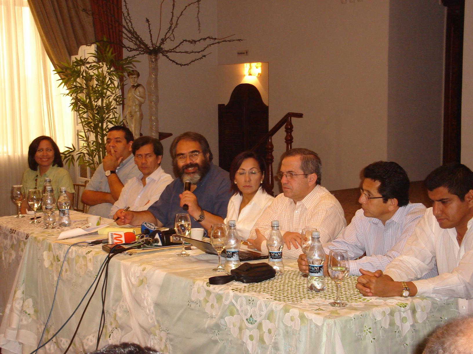 Gobierno finiquita detalles para desaparición de la CRM