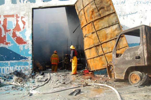 Incendio consumió en la madrugada el almacén Zurita
