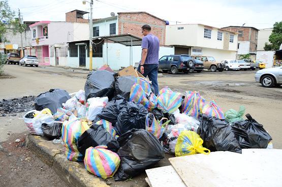 Tras días de asueto, basura quedó en las calles