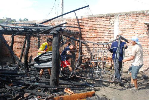 Incendio consume vivenda en Picoazá