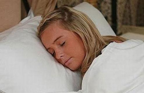Mujer puede dormir 10 días de manera ininterrumpida