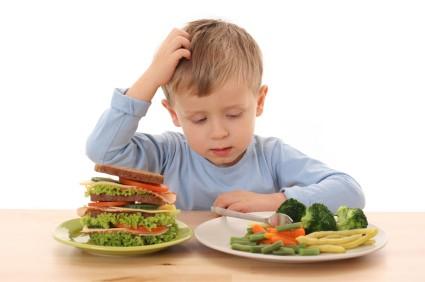 Comida sana en bares escolares evita que alumnos padezcan enfermedades