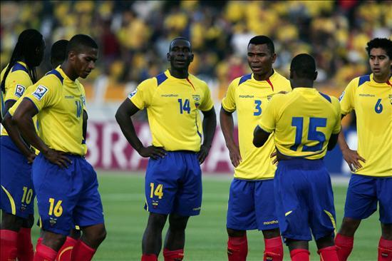 Uruguay gana 2-1 y desinfla a Ecuador en Quito