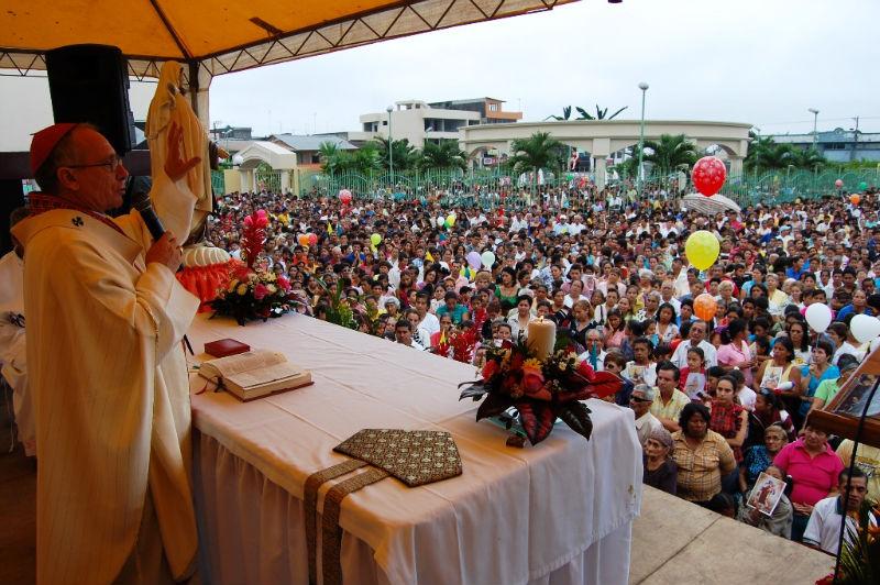 Multitudinaria procesión en El Carmen