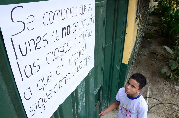 Escuelas inician ciclo escolar con dificultades