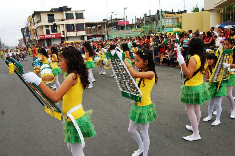 Escuelas de El Carmen desfilaron esta mañana