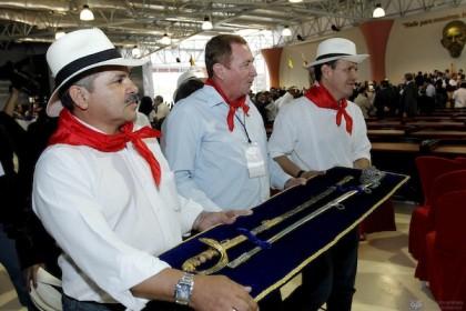 Correa dice que espada no será devuelta a Guayaquil