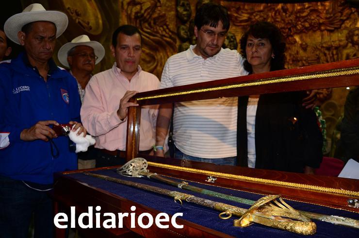 Alfaro Vive entrega la espada del Viejo Luchador