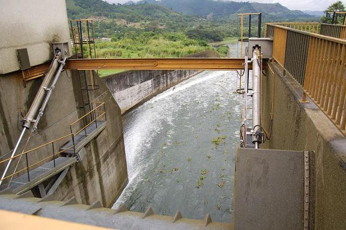 Represa La Esperanza libera 30 metros cúbicos de agua