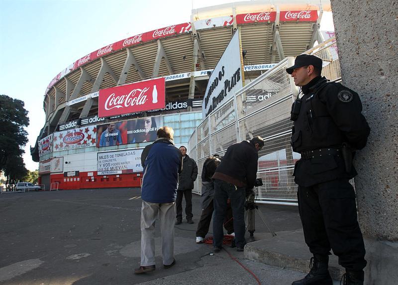 Clausuran el estadio de River Plate tras violentos disturbios