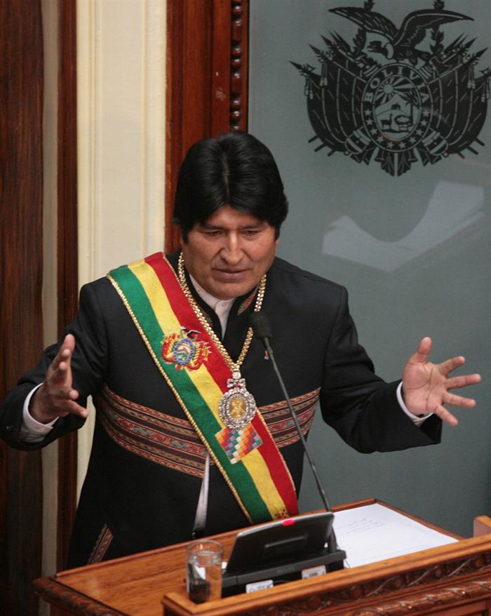Morales recomienda a sus ministros dormir bien y solos para no volverse locos