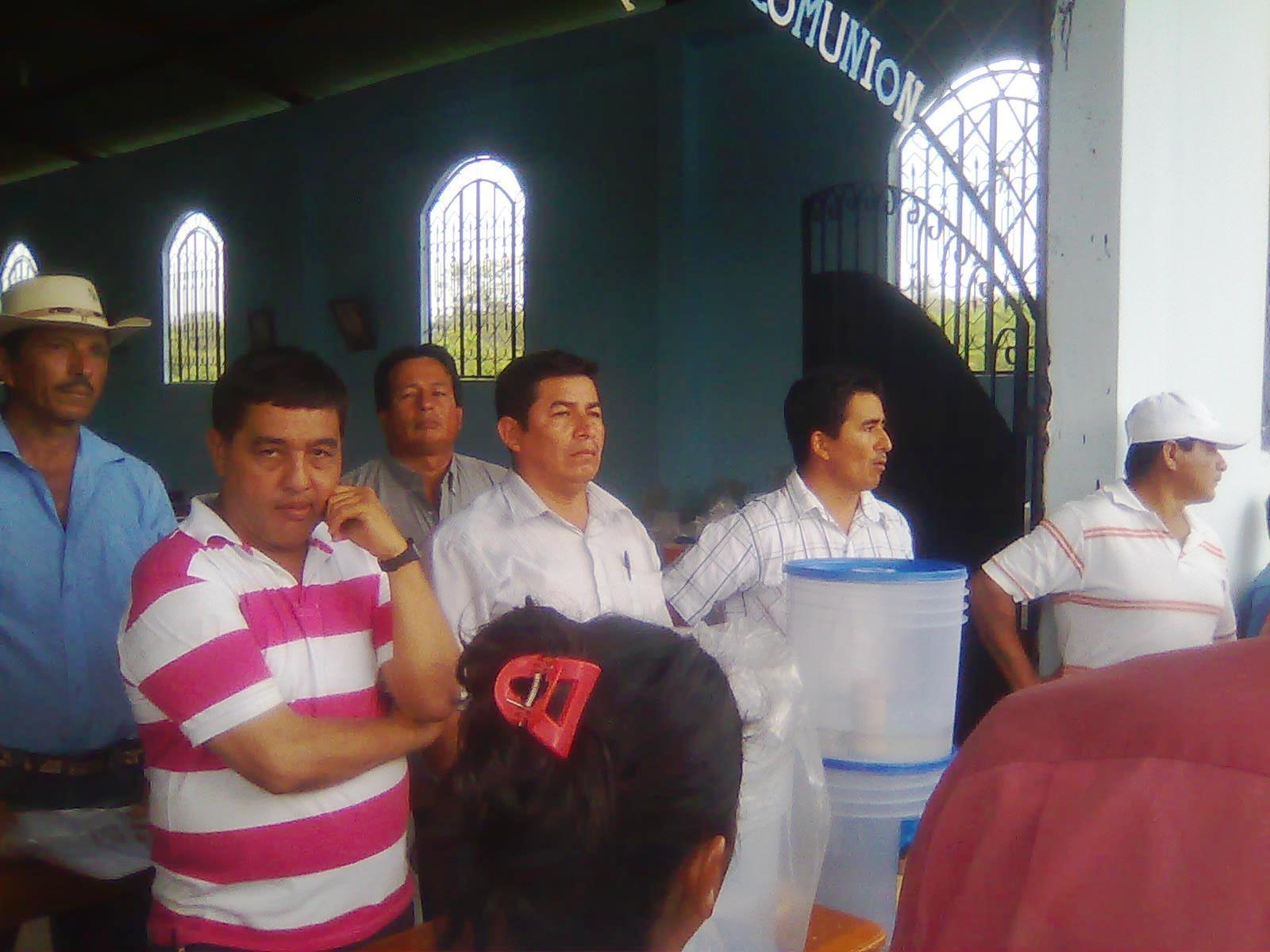 300 familias de Los Casados reciben filtros de agua