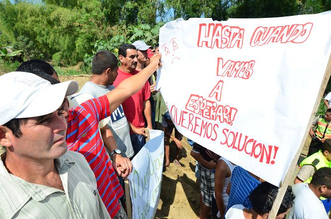Decenas de personas protestan por el mal estado de la vía Santa Ana-Poza Honda