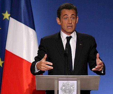 Francia aprueba controvertida reforma de pensiones