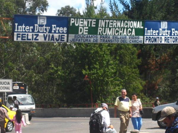 Presidente ecuatoriano reclama mayor presencia militar colombiana en frontera