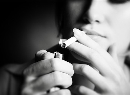 Pacientes continúan fumando tras ser diagnosticados de cáncer