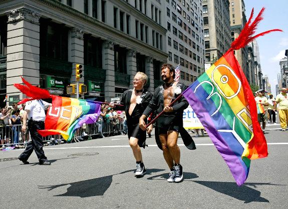 Senado de Nueva York aprueba matrimonios homosexuales