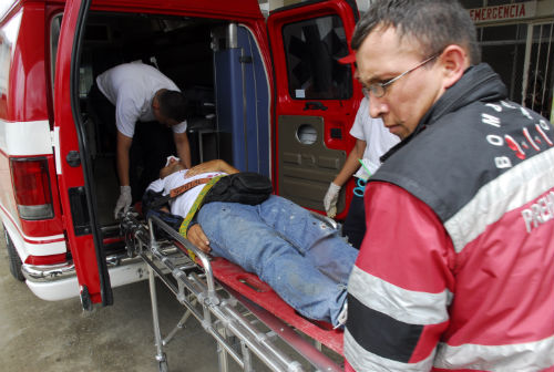 Hueco en la calle Ricaurte provoca accidente