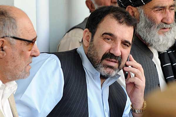 Talibanes asesinan a hermanastro de presidente afgano