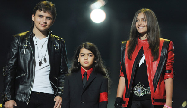 Hijos de Michael Jackson grabarán huellas de su padre en Hollywood