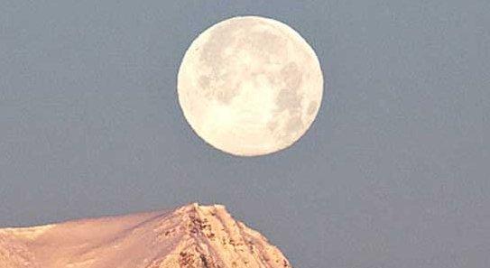 La Luna alberga más volumen de agua del que contienen los Grandes Lagos