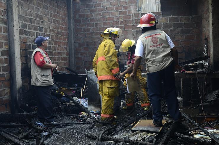 Incendio deja a una familia en la calle