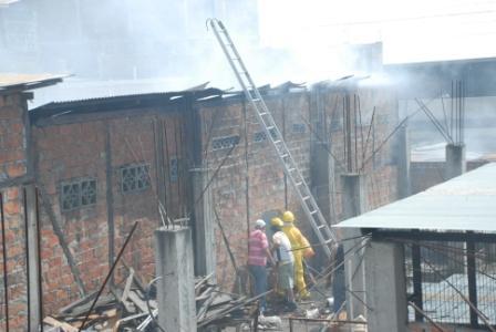 Incendio deja en la calle a una madre y sus 4 hijos