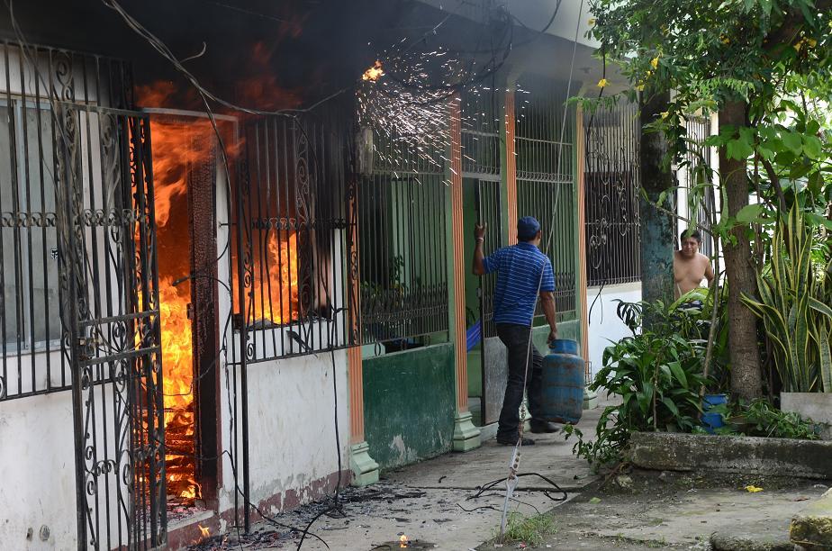 Incendio en Portoviejo: una señora y su hija se salvan