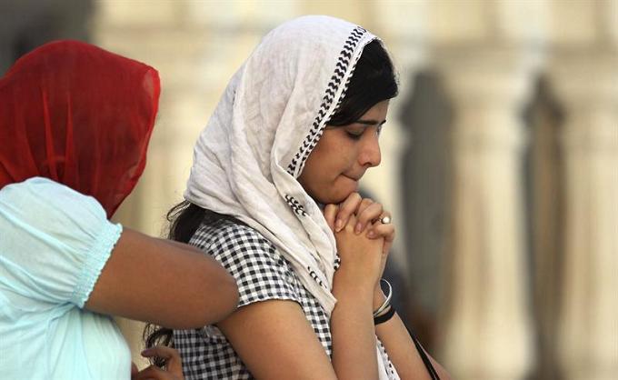 Protestas en La India luego de matanza en un templo Sij, en EE.UU.