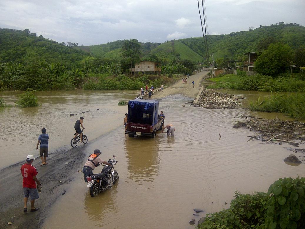 Río Portoviejo: creciente leve preocupa a habitantes