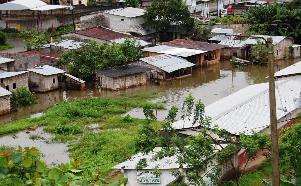La lluvia inunda barrios en El Carmen