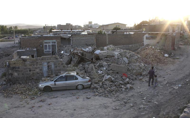 Sismos dejan 180 muertos y 1.300 heridos en Irán
