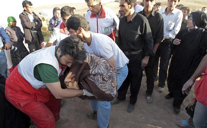 Terremotos en Irán dejan 227 muertos y 1.380 heridos