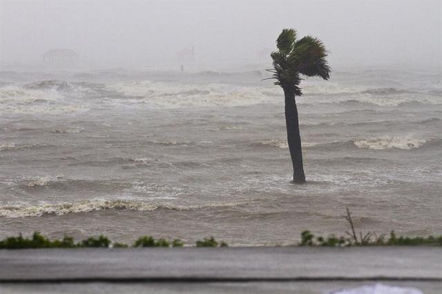 'Isaac' provoca dos muertos y 50.000 evacuados en Luisiana y Misisipi
