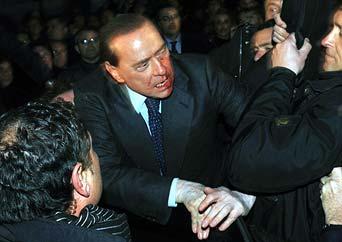 Silvio Berlusconi estará hospitalizado al menos hasta mañana