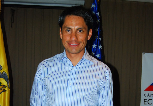 Jefferson Pérez estuvo en Manta para firmar convenio