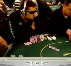 Español se hace millonario con el póquer en línea y abre escuela virtual