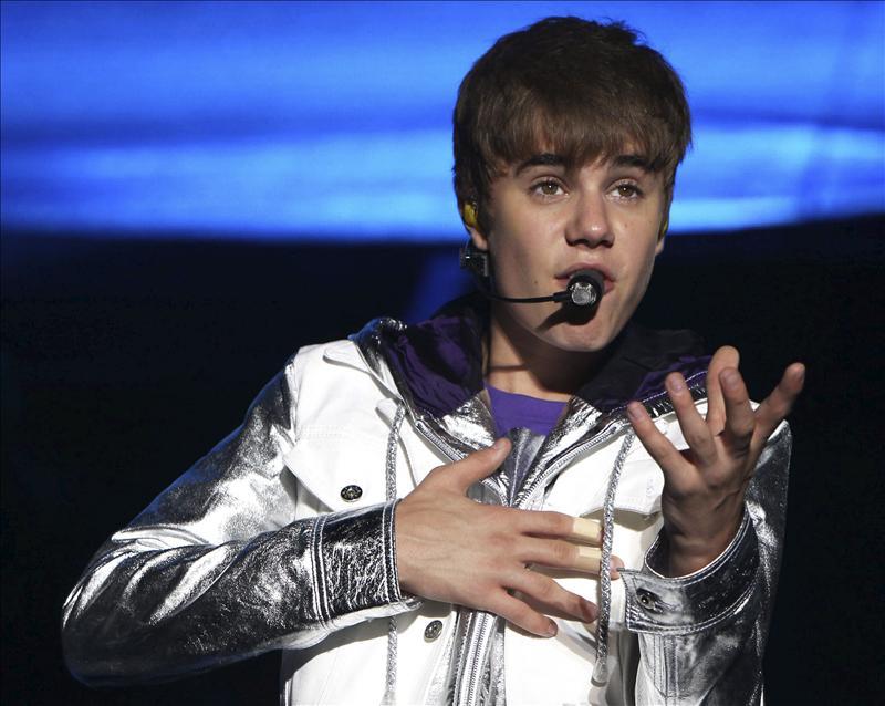 Justin Bieber recibe golpe de un desconocido