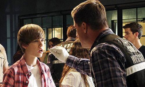 Justin Bieber graba CSI y se enferma