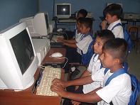 Colegio de La Pila recibe 15 computadoras
