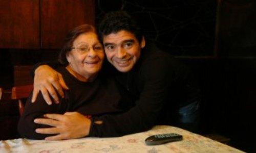 Madre de Maradona ingresada grave a clínica