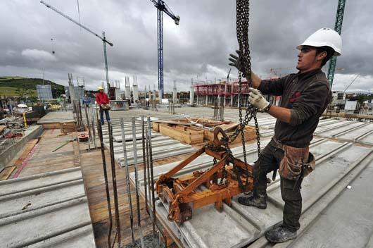 Gobierno español aprueba reforma laboral para crear empleo