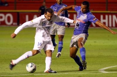 Liga de Quito vence a Emelec con golazo de Bolaños