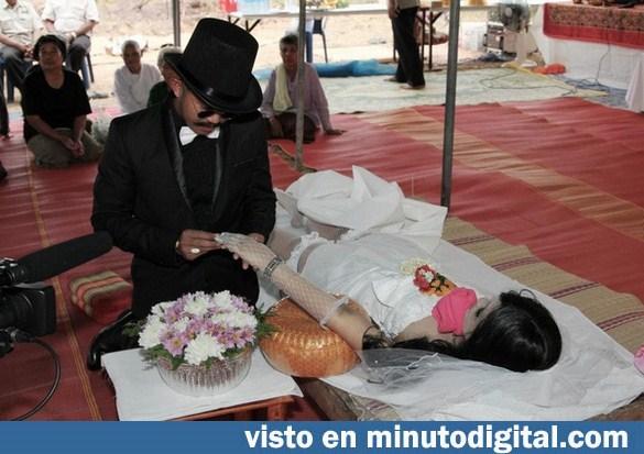 Tailandés se casa con el cadáver de su novia