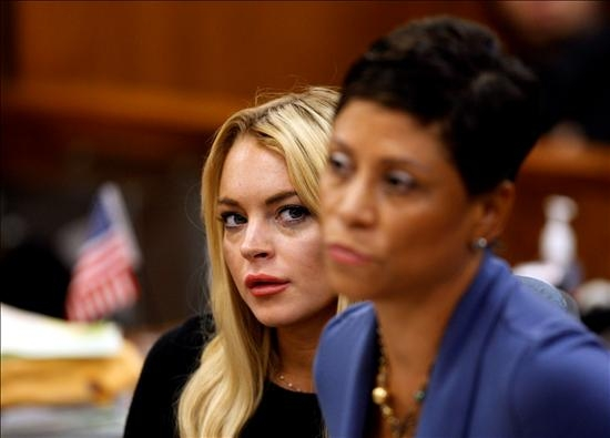 Jueza no considerará reporte de alcohol de Lindsay Lohan