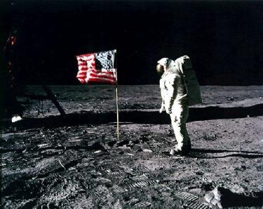 Banderas siguen plantadas en la Luna cuatro décadas después