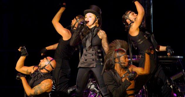 Demandan a Madonna por promover relaciones gays