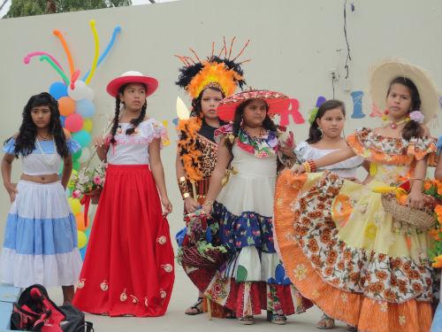 Escuela José Peralta celebra identidad nacional